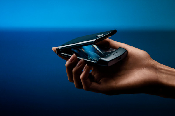 motorola-throws-back-to-the-future-with-a-foldable-razr-reboot