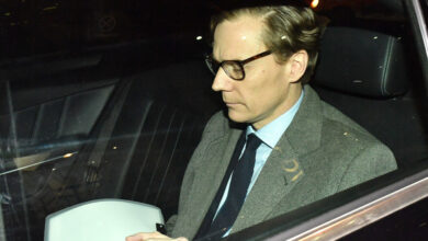 Photo of Ousted Cambridge Analytica CEO can't run another company for seven years