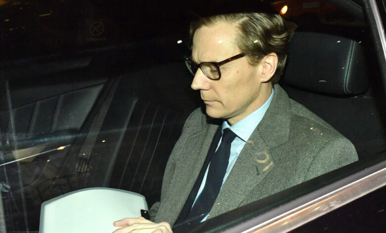 ousted-cambridge-analytica-ceo-can't-run-another-company-for-seven-years